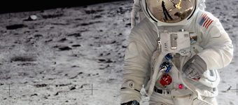 amazing-astronaut-in-moon-wallpaper-1280x1024.jpg